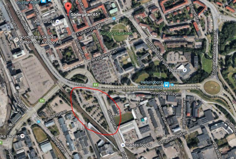 Sikta på Östra Sandgatan 1 och fortsätt under viadukten. Klicka på bilden för en vägbeskrivning.